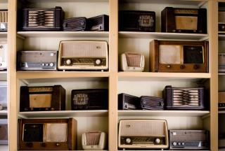 Vintage-music-antique-radio-9295